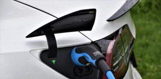 зареждане на електромобил