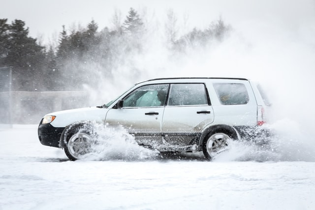каране по сняг и лед